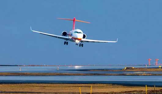国产支线飞机ARJ21喷气客机完成冰岛大侧风试飞