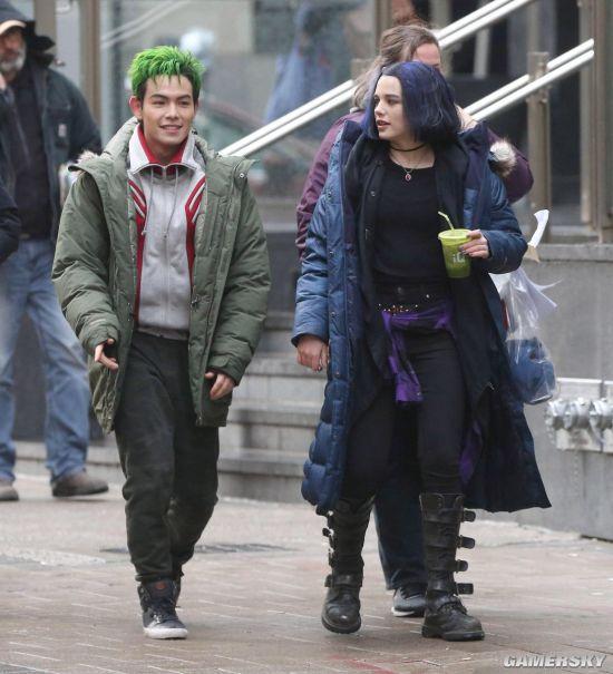 DC真人剧《泰坦》片场照曝光 杀马特假发闪瞎了