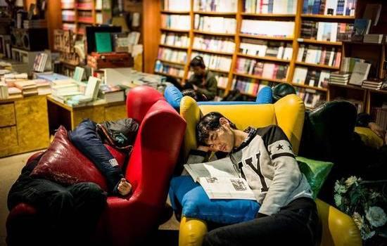 澳大利亚留学生遇租房难无奈选择图书馆过夜