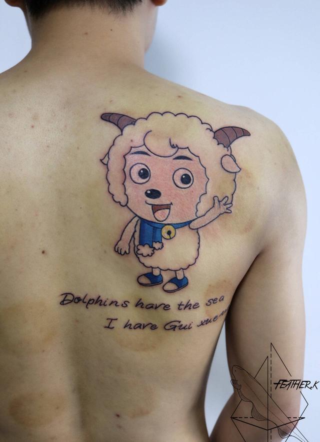 小猪佩奇掀起纹身热,戚薇佩戴小猪佩奇手表现身掌声送给社会人图片