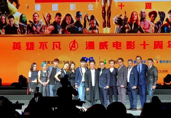 复仇者联盟3主创来华宣传新片 本土歌手站C位遭网友吐槽