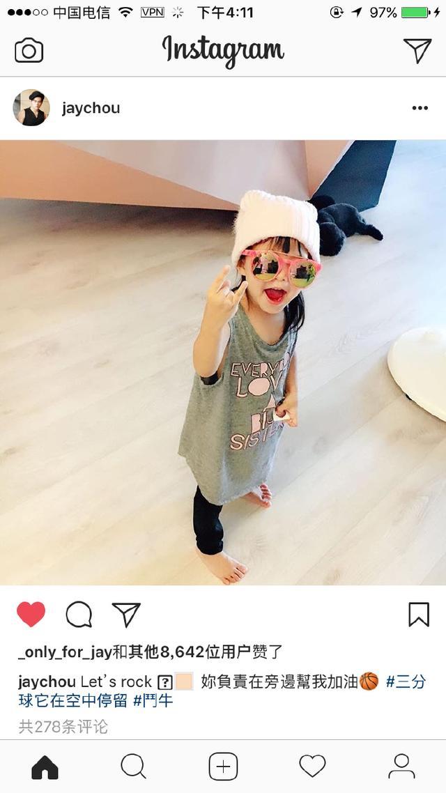 周杰伦晒女儿小周周正面照 戴墨镜小小年纪嘻哈范十足