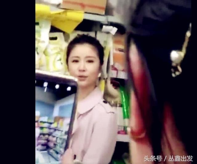 偶遇林心如超市录节目,网友:亲和力十足不摆架