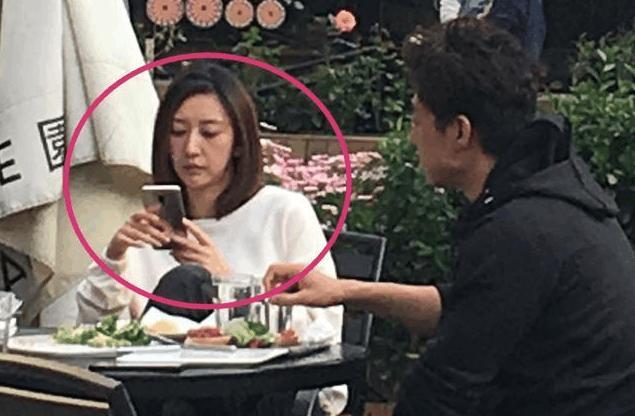 网友偶遇凌潇肃夫妇,34岁的唐一菲不复当年美艳