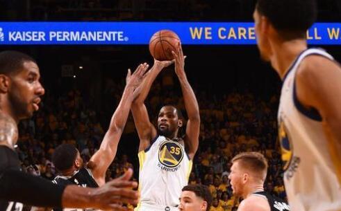 NBA-库里缺阵 勇士99-91险胜马刺晋级半决赛