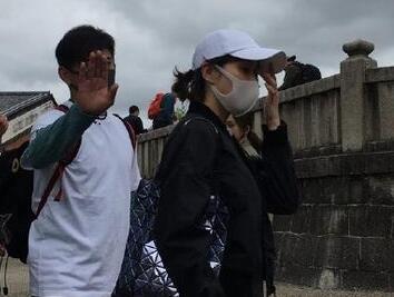 网友在日本东京清水寺偶遇吴奇隆刘诗诗,因一行为被指责