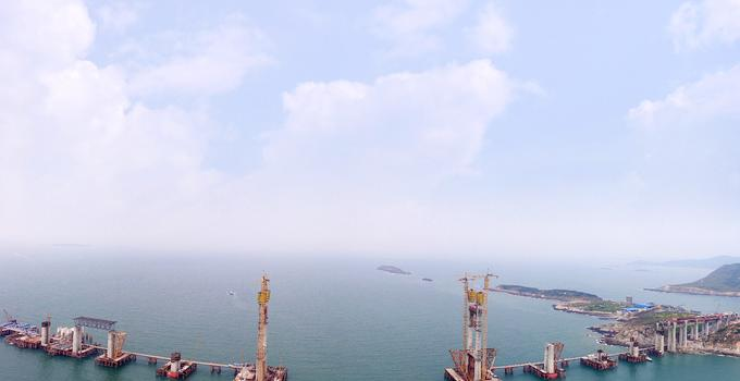 平潭海峡公铁两用大桥首个航道桥主塔封顶