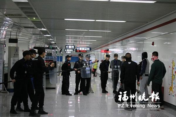"""地铁1号线每个站点探头超70路 布下""""安全大网"""""""