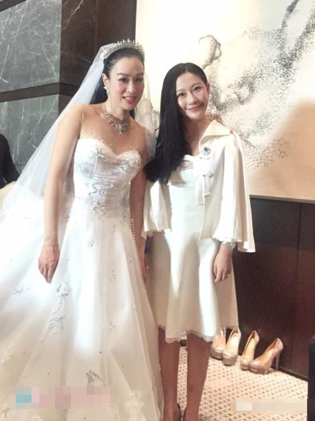 颖儿婚纱照曝光,原来谢娜、李小璐、董璇都穿过她设计的婚纱
