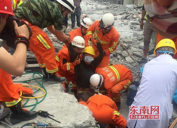莆田市涵江区秋芦镇一在建房子发生坍塌事故:成功救出2名被困人员