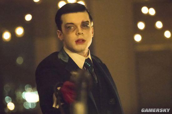 哥谭第四季大结局预告剧照 疯魔小丑大开杀戒逼疯少爷