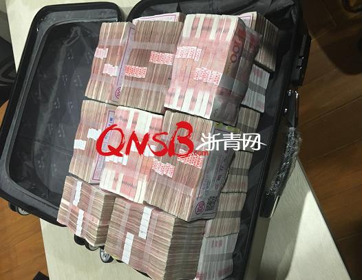 杭州女子嫌200万分手费太少 把一整箱现金都扔了
