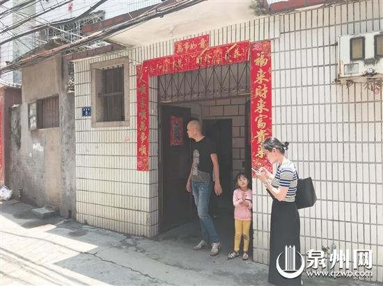 """泉州一古巷一个月蹊跷""""开店""""20家 公厕竟注册成陶瓷店"""