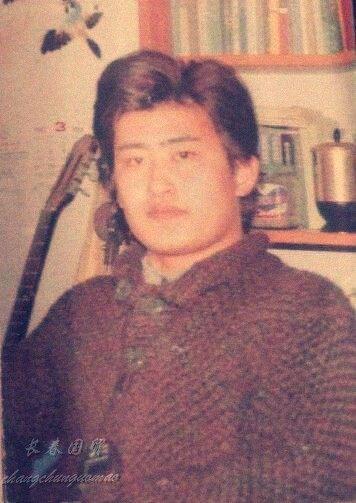 刘欢青涩照曝光,帅气逼人撞脸张翰,网友:原来刘欢曾有过脖子!