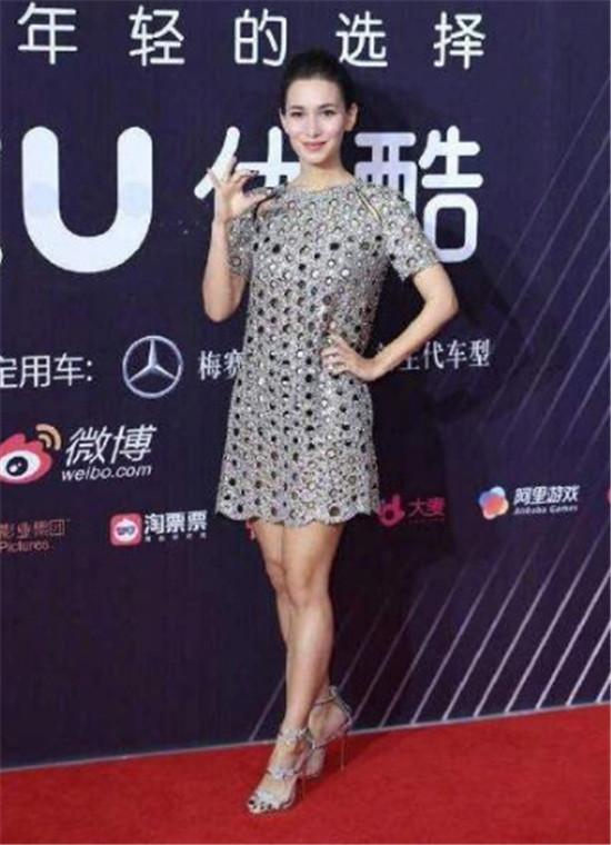 卢靖姗回应红毯被嘲:腿粗只是爱运动 网友们纷纷表示服气!