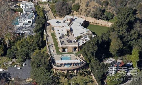 蕾哈娜豪宅遭闯入是怎么回事 蕾哈娜豪宅遭什么人闯入