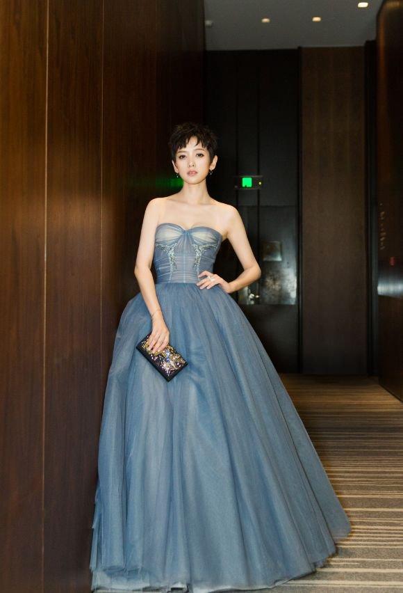 《芳华》里最不起眼的李晓峰,最让人惊艳,主持演戏样样精