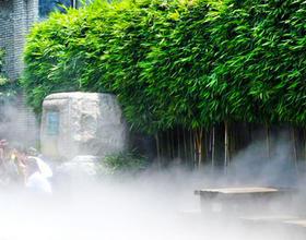 """三坊七巷景区启用""""大空调""""喷水雾装置为游客降温"""
