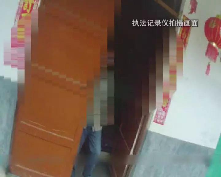 可怕!三明一男子突然发病持柴刀追人