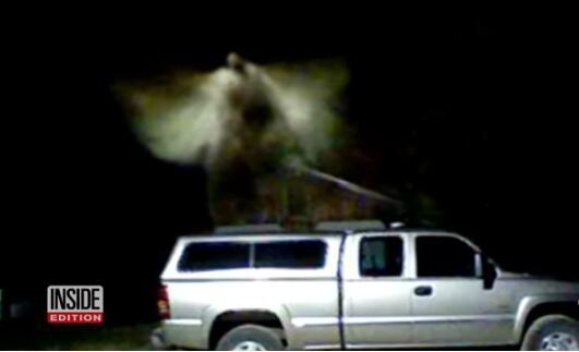 天使降临还是飞蛾光顾?美密歇根州拍到神秘白雾