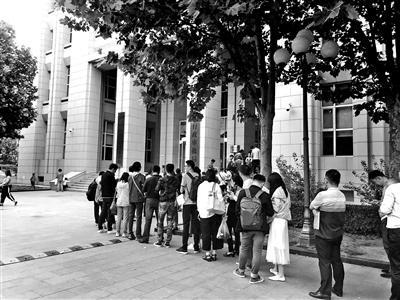 天津安家落户探访记:申请人凌晨2点多就来排队