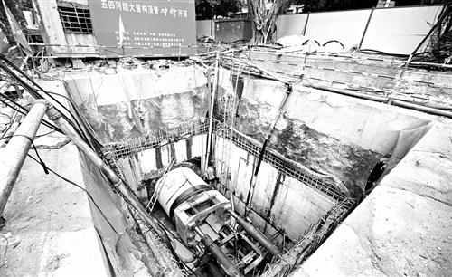 福州五四河河床下 埋设大型截污管