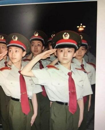 李诞女朋友黑尾酱真名是什么个人资料照片?李诞女友是军人吗?