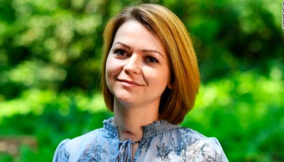 俄前双面间谍之女首度公开露面:我们很痛苦