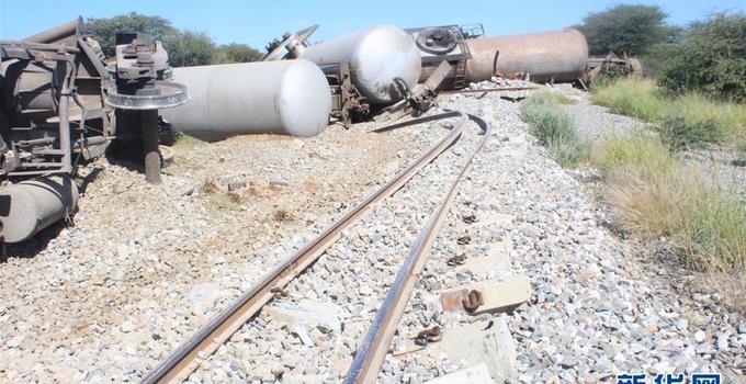纳米比亚一列装载柴油的火车脱轨无人伤亡