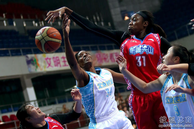 新赛季女篮联赛:允许短期交流 进季后赛必须有外援