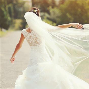 婚礼当天新娘配饰介绍 新娘当天穿戴的饰品