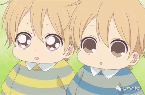 哥哥弟弟经常手牵手一起玩,兄弟互动可爱的不要不要哟!