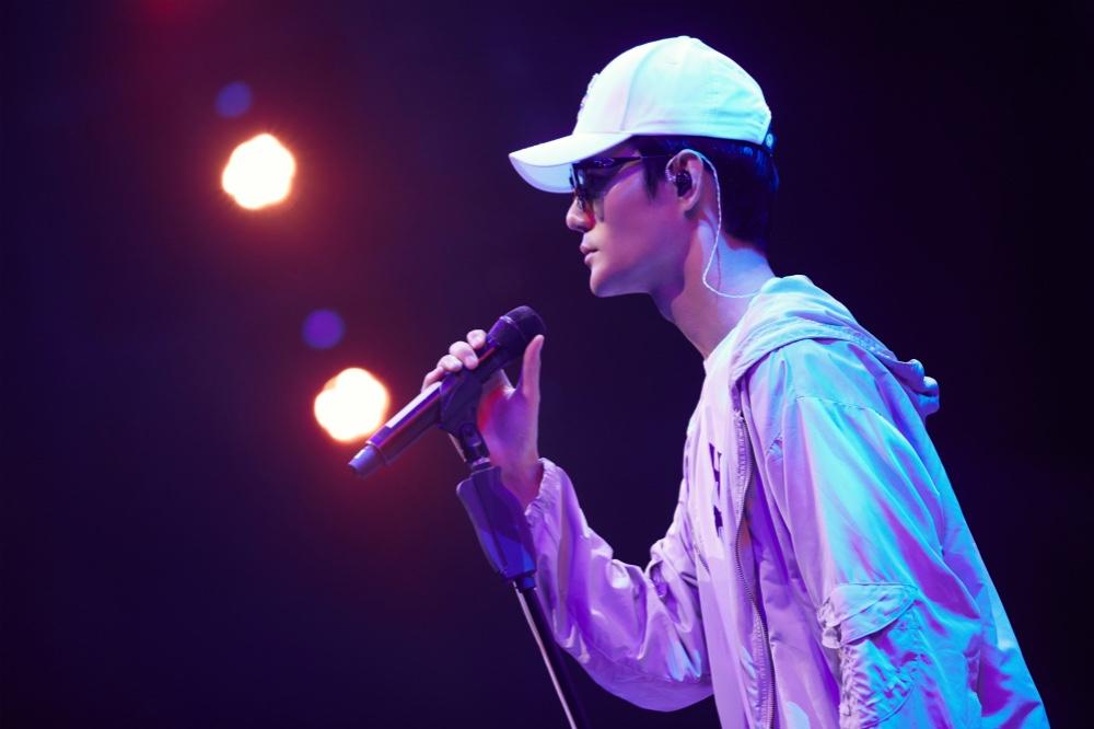 跨界歌王:王凯挑战名曲《我等到花儿也谢了》获好评