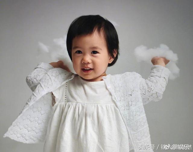 明星八卦  如今小姑娘长的真是小可爱,肉嘟嘟的萌萌的宝宝,女儿小名叫