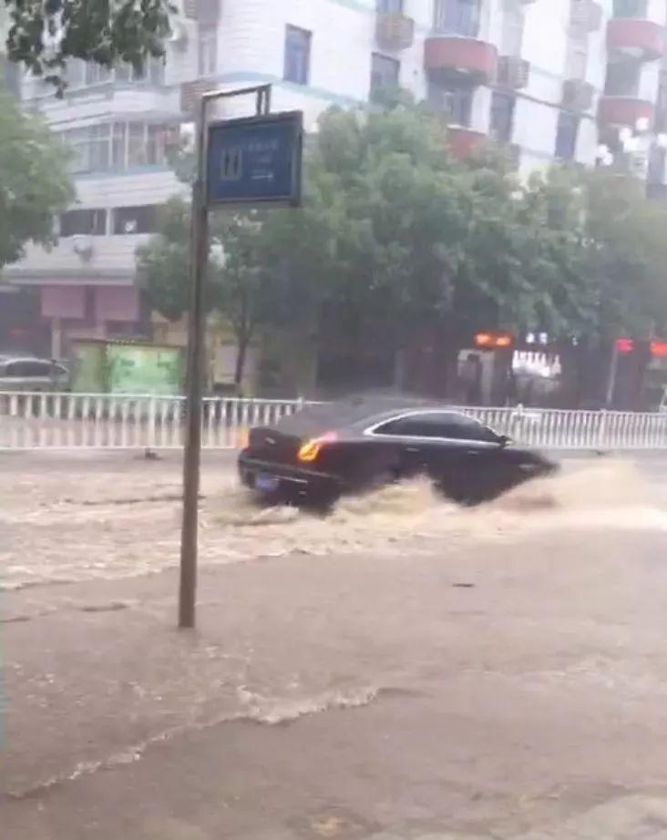 三明多地遭暴雨袭击 一度发布暴雨红色预警