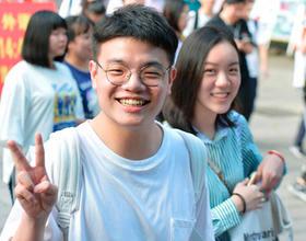 福州高考3.2万考生奔赴考场 首日平稳顺利