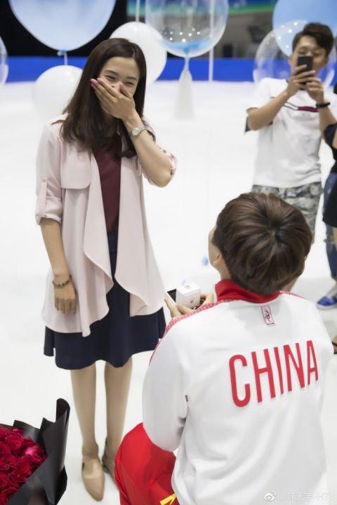 韩天宇求婚现场曝光 冰场婚纱照幸福甜蜜韩天宇老婆是谁?