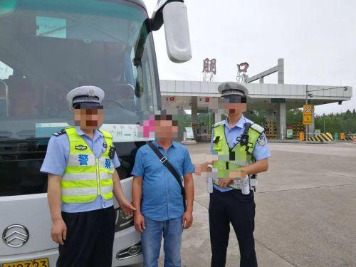 ca88亚洲城手机版下载_胆忒肥了!这名男子醉酒后驾驶营运车,车上还载着29名乘客