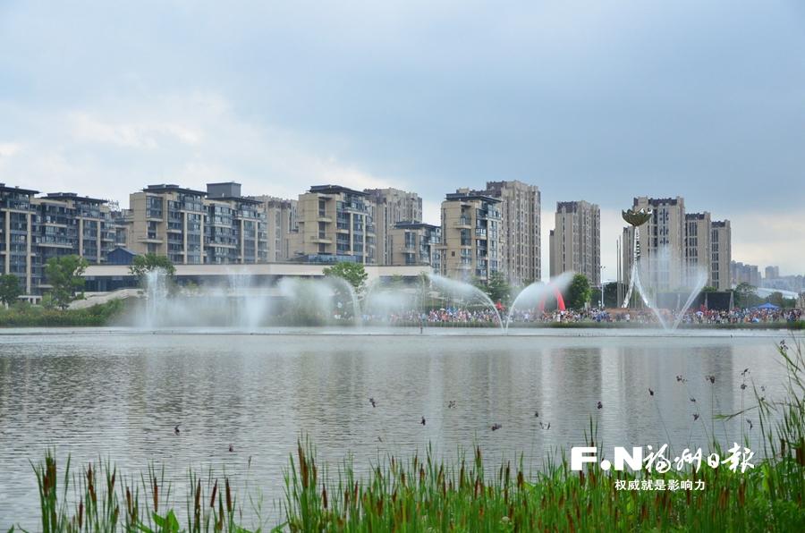 飞凤山奥体公园:绿色步道好登山 音乐喷泉有看头
