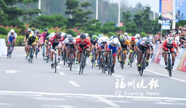 平潭国际自行车公开赛鸣枪 2500名选手竞逐(图)