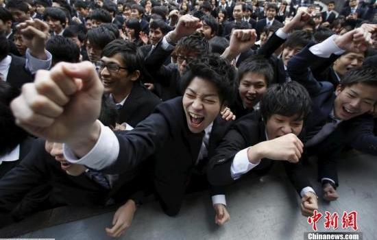 华媒:日本拟大幅减免大学学费 在日华人家庭受益