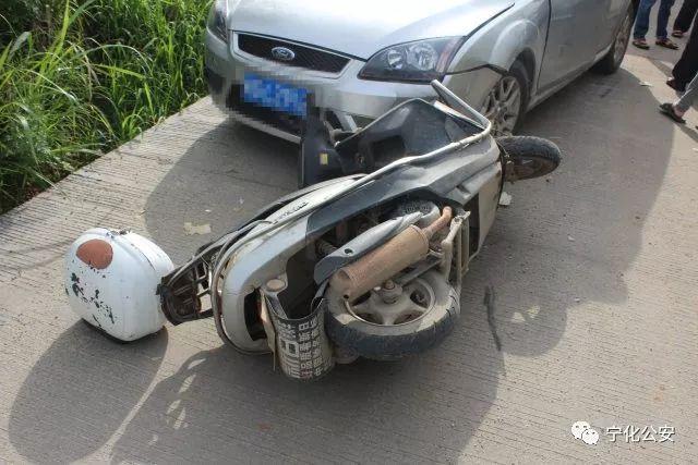 宁化一女生高考途中遇车祸 民警及时施援手
