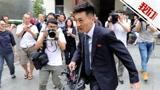 朝鲜记者西装革履遭围堵