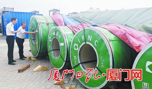 厦门海沧港迎来首批保税转口卷钢