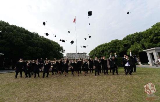 华中大学霸班:20名学生收获70所海外名校Offer