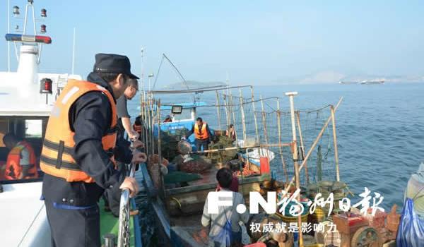 """福州市海洋与渔业执法支队凌晨出击 擒获6艘""""黑船"""""""