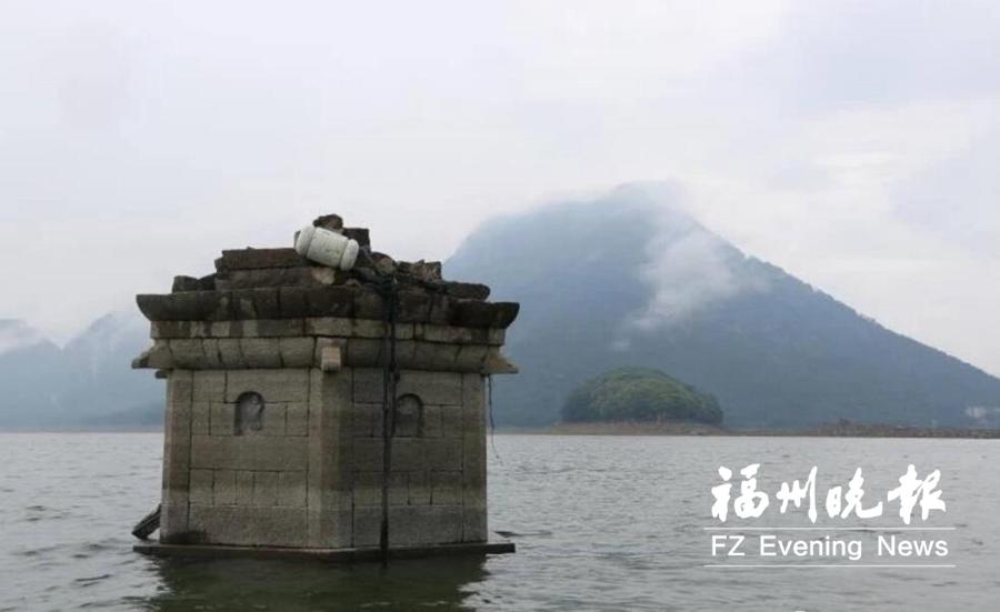 降雨量偏少致水位下降 福清东张水库古塔露出水面