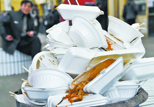 """""""限塑令""""如今遇到新问题 外卖产生大量塑料包装"""