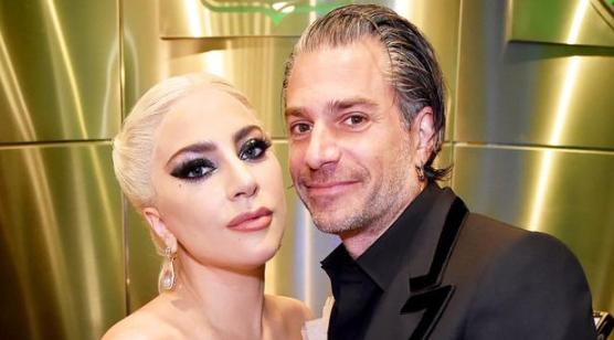 Lady Gaga与未婚夫共进晚餐秀恩爱 感情稳定甜蜜
