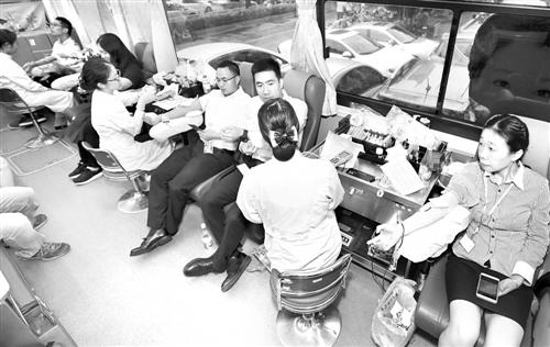 世界献血者日 福州408人撸袖献血